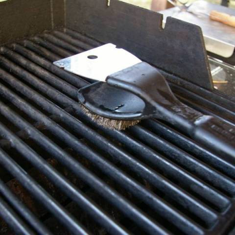 Cleaning an Outdoor Grill